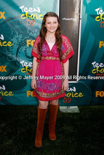 UNIVERSAL CITY, CA. - August 09: Actress Abigail Breslin arrives at the Teen Choice Awards 2009 held at the Gibson Amphitheatre on August 9, 2009 in Universal City, California.