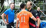 BLOEMENDAAL   - Hockey -  3e en beslissende  wedstrijd halve finale Play Offs heren. Bloemendaal-Amsterdam (0-3). scheidsrechters Paul vd Assum en Coen van Bunge met Glenn Schuurman (Bldaal) en  Billy Bakker (A'dam) .   Amsterdam plaats zich voor de finale.  COPYRIGHT KOEN SUYK