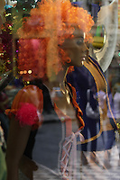 SAO PAULO,SP, 15 JANEIRO 2013 - COMERCIO  CARNAVAL 2013  - Movimentação do comércio de carnaval na rua 25 de Março, na tarde dessa terça-feira, 15, regiao central da capital -  FOTO: LOLA OLIVEIRA - BRAZIL PHOTO PRESS