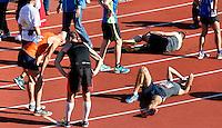 Nederland  Amsterdam 2016.   De Marathon van Amsterdam. Mensen zijn na afloop uitgeput.  Foto Berlinda van Dam / Hollandse Hooogte.