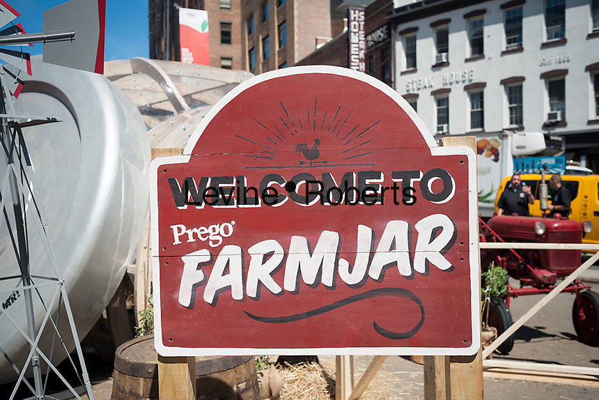 Promotional event for Prego Farmers' Market farm-in-a-jar sauces in Chelsea in New York on Wednesday, August 17, 2016. Prego is a brand of the Campbell Soup Co. (© Richard B. Levine)