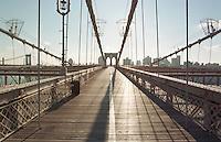 Die Brooklyn Bridge Richtung Brooklyn.<br /> New York City, 1.1.1999<br /> Copyright: Christian-Ditsch.de<br /> [Inhaltsveraendernde Manipulation des Fotos nur nach ausdruecklicher Genehmigung des Fotografen. Vereinbarungen ueber Abtretung von Persoenlichkeitsrechten/Model Release der abgebildeten Person/Personen liegen nicht vor. NO MODEL RELEASE! Don't publish without copyright Christian-Ditsch.de, Veroeffentlichung nur mit Fotografennennung, sowie gegen Honorar, MwSt. und Beleg. Konto:, I N G - D i B a, IBAN DE58500105175400192269, BIC INGDDEFFXXX, Kontakt: post@christian-ditsch.de]