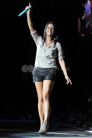 WEST PALM BEACH, FL - AUGUST 21 : Sara Evans performs at the Cruzan Amphitheatre on August 21, 2011 in West Palm Beach Florida. © MPI04 / Media Punch Inc.