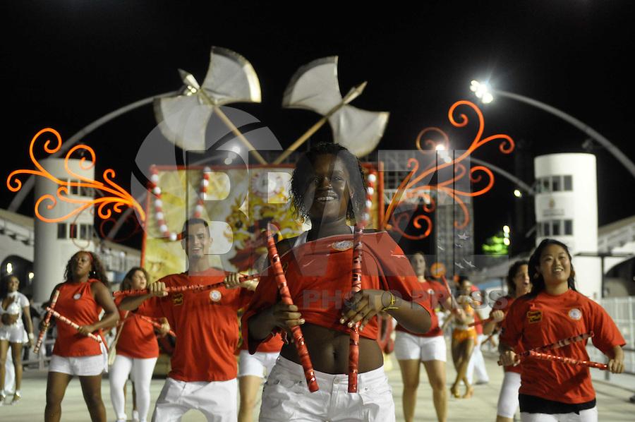 SÃO PAULO, SP, 14 DE JANEIRO DE 2012 - ENSAIO TÉCNICO MOCIDADE ALEGRE - Ensaio técnico da Escola de Samba Mocidade Alegre na praparação para o Carnaval 2012. O ensaio foi realizado na noite deste sabado, no Sambódromo do Anhembi, zona norte da cidade. FOTO: LEVI BIANCO - NEWS FREE