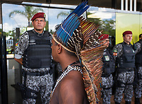 BRASILIA, DF, 06.12.2018 - INDIOS-CCBB- Lideranças indígenas chegam ao CCBB, onde ocorre a transição do Governo, nesta quinta, 06.(Foto:Ed Ferreira/Brazil Photo Press)