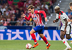 Antoine Griezmann (L) of Atletico de Madrid is followed by Luis Advincula of Rayo Vallecano during the La Liga 2018-19 match between Atletico de Madrid and Rayo Vallecano at Wanda Metropolitano on August 25 2018 in Madrid, Spain. Photo by Diego Souto / Power Sport Images