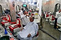 Salao de barbearia Lirico, rua Dom Jose de Barros, Sao Paulo. 2018. Foto Juca Martins