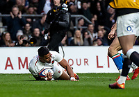 Manu Tuilagi of England scores his try during the Guinness Six Nations match between England and Italy at Twickenham Stadium on March 9th, 2019 in London, United Kingdom. Photo by Liam McAvoy.