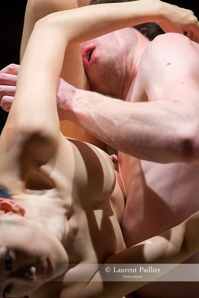 Embrase-moi<br /> <br /> Avec : Kaori Ito et Théo Touvet<br /> Texte, mise en scène et chorégraphie : Kaori Ito et Théo Touvet<br /> Assistant : Gabriel Wong<br /> Production :  Compagnie Himé<br /> Date : 30/03/2018<br /> Lieu : Ménagerie de verre<br /> Ville : Paris