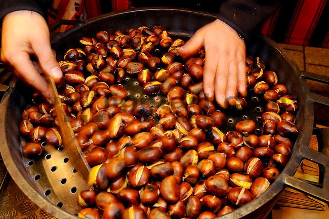 Maroni, Weihnachtsmarkt, Vaduz, Liechtenstein.Foto: Paul Trummer / Mauren.