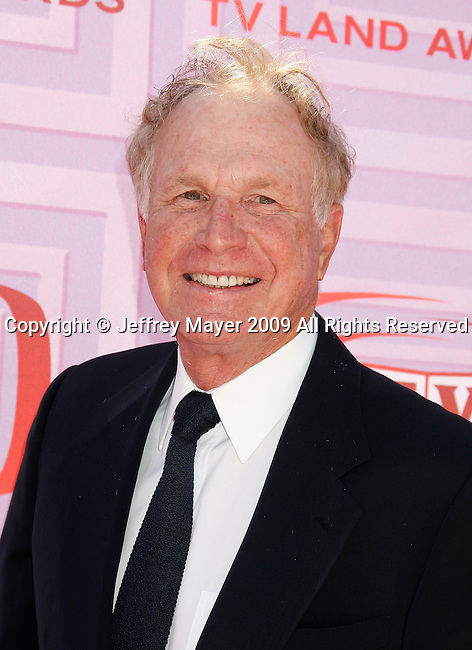 UNIVERSAL CITY, CA. - April 19: Wayne Rogers arrives at the 2009 TV Land Awards at the Gibson Amphitheatre on April 19, 2009 in Universal City, California.