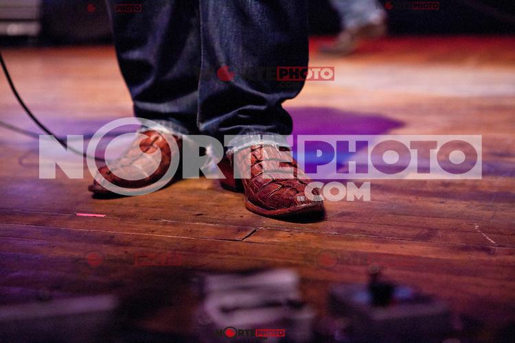 ROYAL OAK, MI - AUGUST 9 : Gloriana in concert at Royal Oak Music Theatre in Royal Oak, MI.&nbsp;August 9, 2012. &copy;&nbsp;Joe Gall/MediaPunch Inc. /Nortephoto.com<br /> <br /> **SOLO*VENTA*EN*MEXICO**<br /> **CREDITO*OBLIGATORIO** <br /> *No*Venta*A*Terceros*<br /> *No*Sale*So*third*<br /> *** No Se Permite Hacer Archivo**<br /> *No*Sale*So*third*