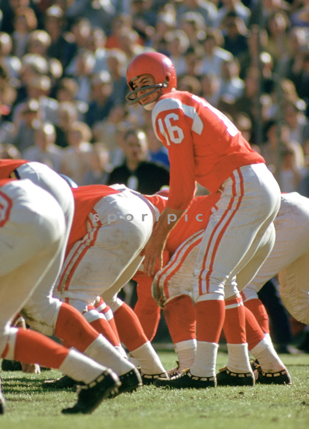Cleveland Browns Milt Plum (16) during the 1960 Pro Bowl game.  Milt Plum played for 13 years with 4 different teams and was a 2-time Pro Bowler.(SportPics)