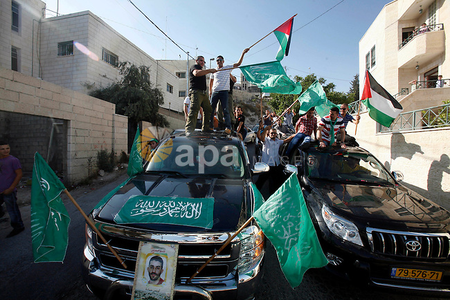 Palestinians celebrate after the Israeli authorities released prisoner Aws Ibrahim Hamada in neighborhood of Sour Baher in Jerusalem on Aug 13, 2012. Hamada spent 10 years in prison before the Israeli authorities release him. Photo by Mahfouz Abu Turk