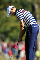 USA Team Player Zach Johnson putts on the 16th green during Sunday's Singles Matches of the 39th Ryder Cup at Medinah Country Club, Chicago, Illinois 30th September 2012 (Photo Colum Watts/www.golffile.ie)