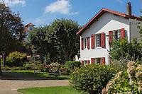France, Aquitaine, Pyrénées-Atlantiques, Pays Basque, Biarritz: Le parc Mazon, hortensias //  France, Pyrenees Atlantiques, Basque Country, Biarritz:  parc Mazon,  garden