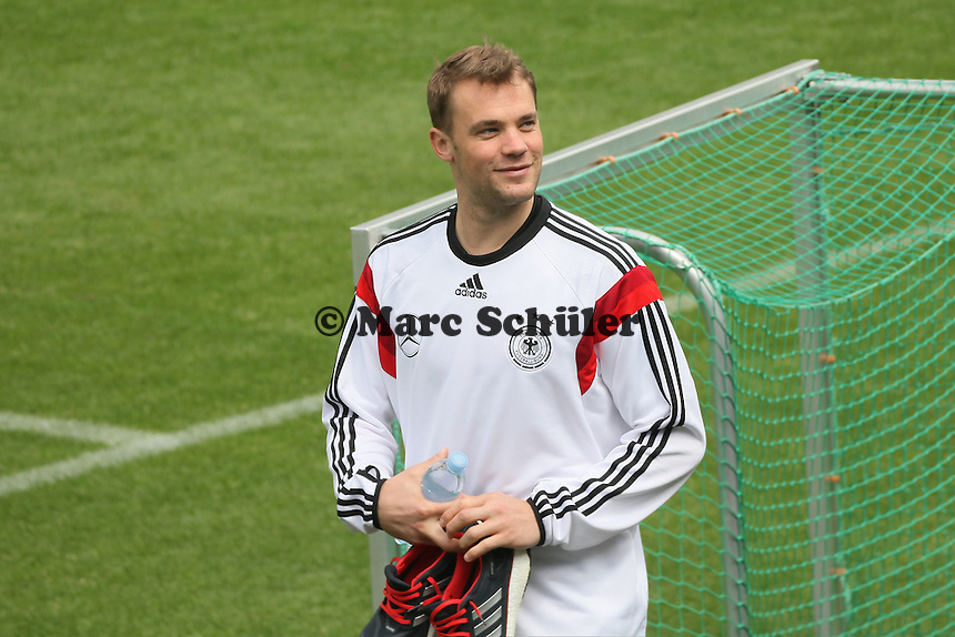 Manuel Neuer auf dem Weg zum Einzeltraining - Abschlusstraining der Deutschen Nationalmannschaft  im Rahmen der WM-Vorbereitung in St. Martin