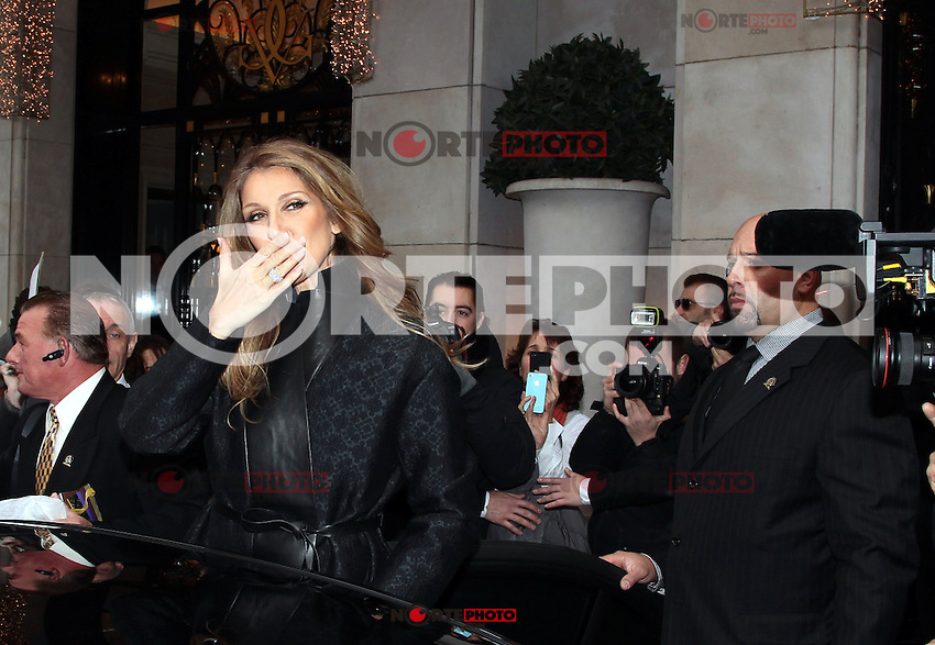 PAP1112PA323.CELINE DION COMING OUT FROM THE FOUR SEASONS IN PARIS..PAP1112PA323.CELINE DION COMING OUT FROM THE FOUR SEASONS IN PARIS.. /NortePhoto