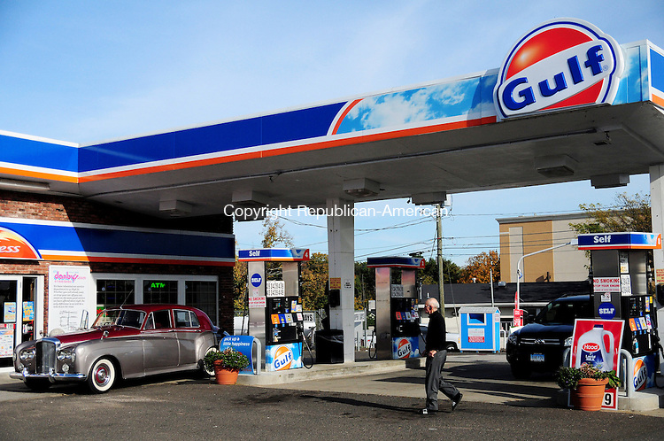 MERIDEN, CT, 17 OCT 12-101712AJ01- A customer on Wednesday walks across the parking lot of Danby's Gulf Express on East Main Street in Meriden to pay for gas. The gas station today will sell gas for $1.84 per gallon as a part of a gas price rollback event sponsored by Americans for Prosperity. Alec Johnson/ Republican-American