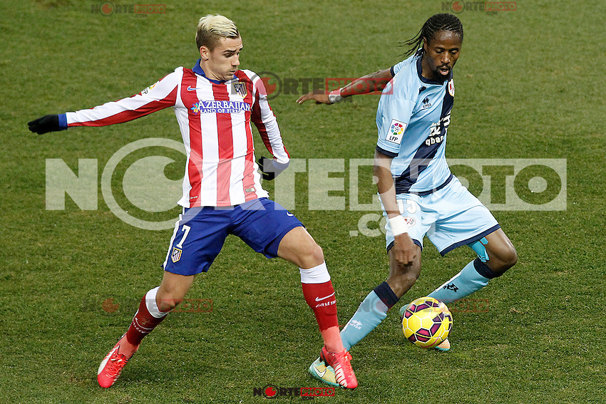 Atletico de Madrid's Antoine Griezmann (l) and Rayo Vallecano's Abdoulaye Ba during La Liga match.January 24,2015. (ALTERPHOTOS/Acero) /NortePhoto<br />