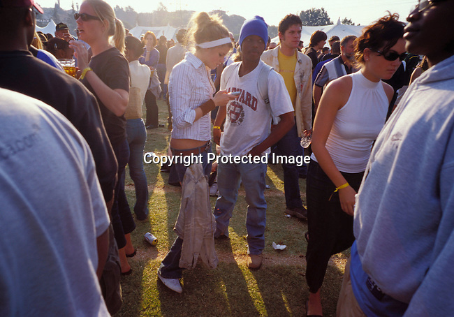 dicommu00108  JOHANNESBURG, SOUTH AFRICA - : Unidentified people dancing and partying at a music festival  in Johannesburg, South Africa. Teenagers. Mix race. Cell phone, communication.(Photo: Per-Anders Pettersson/iAfrika Photos
