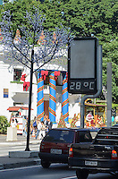 SAO PAULO, SP, 10 DE DEZEMBRO DE 2012 - Capital vive manha de tempo aberto e temperatura em elevacao, nesta segunda feira, 10, regiao central. FOTO: ALEXANDRE MOREIRA - BRAZIL PHOTO PRESS.