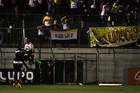 SÃO PAULO,SP,31 JULHO 2013 - CAMPEONATO BRASILEIRO - POTUGUESA x CRICIUMA- jogadores do Criciuma comemoram gol durante partida entre Portuguesa x Criciuma em jogo válido pela 10º rodada do Campeonato Brasileiro no Estadio  Doutor Osvaldo Teixeira Duarte (Canindé) na noite desta quarta feira (31).FOTO ALE VIANNA - BRAZIL PHOTO PRESS.