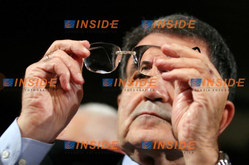 Roma 17 11 2006 Libera:Stati Generali dell'Antimafia<br /> Nella foto  il presidente del Consiglio Romano Prodi<br /> Photo Serena Cremaschi Inside (www.insidefoto.com)