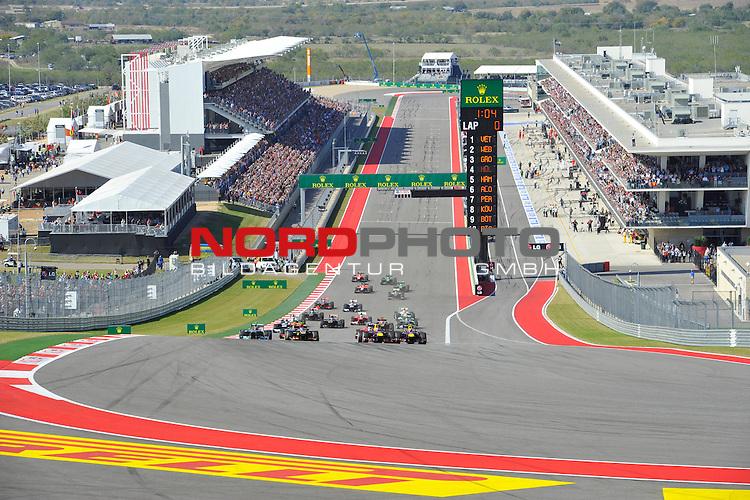 15.-17.11.2013, Circuit of The Americas, Austin, USA, FIA, Formel 1, United States Grand Prix, Qualifikation, im Bild  F1 Race Start - Sebastian Vettel (GER), Red Bull Racing - Romain Grosjean (FRA) Lotus Renault F1 Team - Mark Webber (AUS), Red Bull Racing - Lewis Hamilton (GBR), Mercedes GP <br />  Foto &copy; nph / Mathis