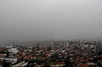 SAO PAULO, SP, 13 DE FEVEREIRO 2012. CLIMA TEMPO CAPITAL PAULISTA. Ceu encoberto, com muita chuva na regiao do bairro do Jabaquara, zona sul de SP, no inicio da tarde desta segunda-feira, 13. (FOTO: MILENE CARDOSO - NEWS FREE)