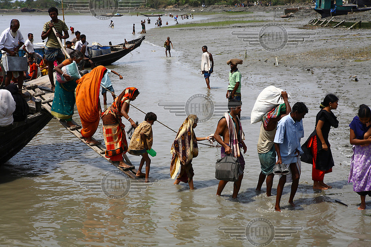 People affected by Cyclone Aila are transported from the worst hit areas. Thousands of people were displaced in Shyamnagar Upazila, Satkhira district after Cyclone Aila struck Bangladesh on 25/05/2009, triggering tidal surges and floods..