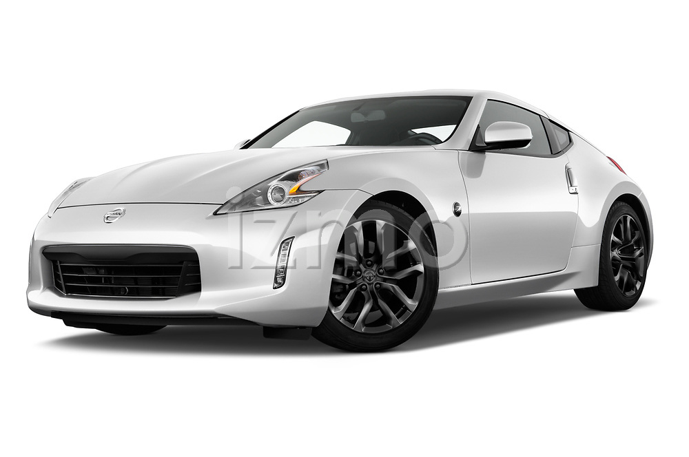 Stock pictures of low aggressive front three quarter view of 2019 Nissan 370Z-Coupe 7A/T 0 Door Coupe Low Aggressive
