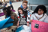 Dana (19), Rodrigo(18), Jessica  (16), Wendy (18),  waiting since 3 days for the concert of Justin Bieber at the Palacio de los deportes in Madrid