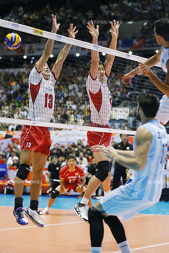 (L-R) Hideomi Fukatsu, Yoshifumi Suzuki (JPN), SEPTEMBER 21, 2015 - Volleyball : FIVB Men's World Cup 2015 A-site 3rd Round between Japan 0-3 Argentina 1st Yoyogi Gymnasium in Tokyo, Japan. (Photo by Yusuke Nakanishi/AFLO SPORT)