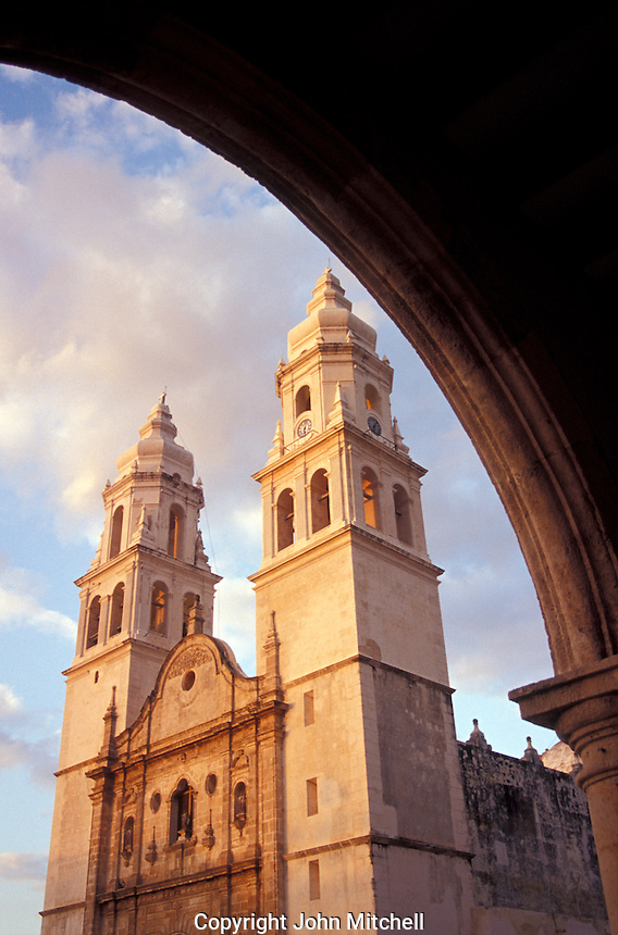 The Catedral de la Inmaculada Concepcion on the Parque Principal in the city of Campeche, Mexico. The old city of Campeche has been extensively restored. It became a UNESCO World Heritage Site in 1999.