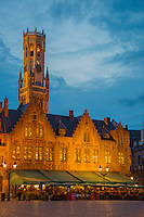 Belgique, Flandre-Occidentale, Bruges, centre historique classé Patrimoine Mondial de l'UNESCO, Place du Burg , Place du Bourg) et le beffroi // Belgium, Western Flanders, Bruges, historical centre listed as World Heritage by UNESCO, The Burg and  Belfry Tower
