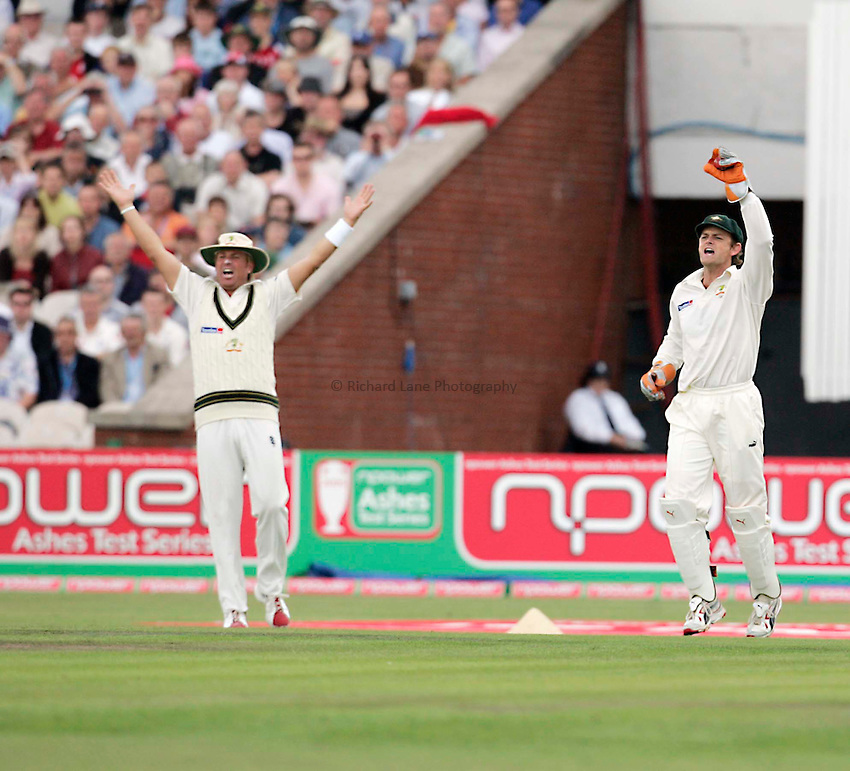 Photo: Peter Phillips..England v Australia. nPower Test Match Series, The Ashes 3rd Test. 12/08/2005..Shene Warne and Adam Gilchrist appeal successfully for the catch which dismissed Ian Bell for 59