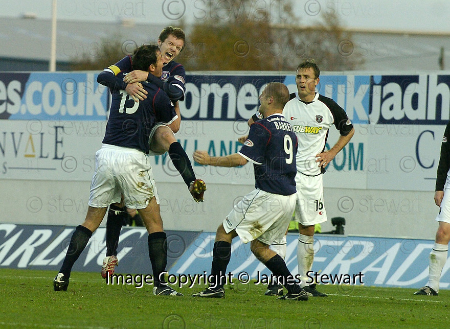 03/11/2007       Copyright Pic: James Stewart.File Name : sct_jspa03_falkirk_v_gretna.DARREN BARR CELEBRATES AFTER HE HEADS HOME FALKIRK'S FIRST.James Stewart Photo Agency 19 Carronlea Drive, Falkirk. FK2 8DN      Vat Reg No. 607 6932 25.Office     : +44 (0)1324 570906     .Mobile   : +44 (0)7721 416997.Fax         : +44 (0)1324 570906.E-mail  :  jim@jspa.co.uk.If you require further information then contact Jim Stewart on any of the numbers above........