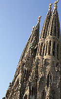 Bell towers; Tree of Life; Mathias the Apostle, Nativity façade, La Sagrada Familia, Roman Catholic basilica, Barcelona, Catalonia, Spain, built by Antoni Gaudí (Reus 1852 ? Barcelona 1926) from 1883 to his death. Still incomplete. Picture by Manuel Cohen