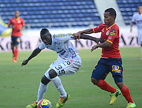 BARRANQUIILLA -COLOMBIA-05-06-2013. Michael David Barrios (Der) de Uniauntónoma disputa el balón con Jesus Murillo (Izq) de Deportivo Pasto en partido por la fecha 12 de la Liga Postobón II 2014 jugado en el estadio Metropolitano de la ciudad de Barranquilla./ Michael David Barrios (R) player of Uniautonoma fights for the ball with Jesus Murillo (L) player of Deportivo Pasto during match valid for the 12th date of the Postobon League II 2014 played at Metropolitano stadium in Barranquilla city.  Photo: VizzorImage/Alfonso Cervantes/STR