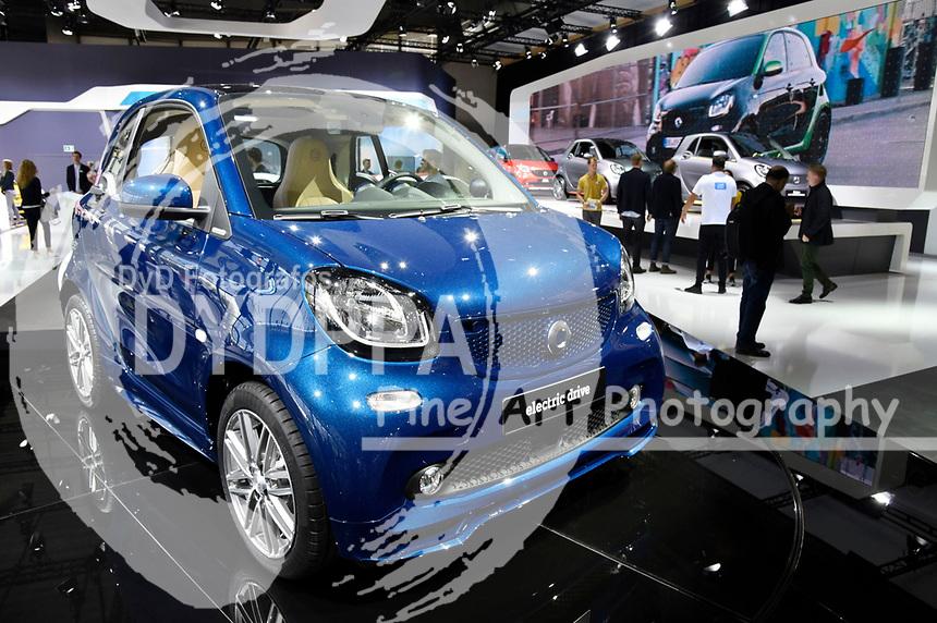 Smart Fortwo electric drive auf der Internationalen Automobil-Ausstellung 2017 auf dem Messegelände. Frankfurt am Main, 12.09.2017