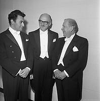 Le maire Jean Drapeau et les chefs d'orchestre Zubin Metha et Wilfrid Pelletier lors de l'inauguration de la Place des Arts, 21 septembre 1963, VM94-E0307-020. Archives de la Ville de Montréal.