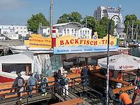Fischverkauf am Alten Strom in  Rostock-Warnemünde, Mecklenburg-Vorpommern, Deutschland