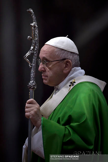Pope Francis leads a mass to mark the first World Day of the Poor, on November 19, 2017 at St Peter's basilica in Vatican.