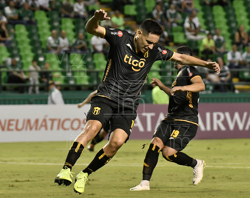 PALMIRA - COLOMBIA, 04-04-2019: Guillermo Benitez del Guaraní reacciona alñ perder una opción de gol durante el partido por la primera ronda de la Copa CONMEBOL Sudamericana 2019 entre Deportivo Cali de Colombia y Club Guaraní de Paraguay jugado en el estadio Deportivo Cali de la ciudad de Palmira. / Guillermo Benitez of Guarani reacts after losing a goal opportunity during the match for the first round as part Copa CONMEBOL Sudamericana 2019 between Deportivo Cali of Colombia and Club Guarani of Paraguay played at Deportivo Cali stadium in Palmira city.  Photo: VizzorImage / Gabriel Aponte / Staff