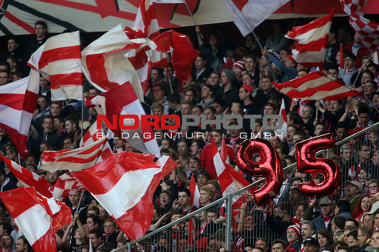 15.05.2012, ESPRIT-Arena, Duesseldorf, GER, 1.FBL Relegation, Fortuna Duesseldorf vs Hertha BSC Berlin, im Bild D&uuml;sseldorfer Fankurve und zwei Metallic-Luftballons &quot;95&quot;<br /> <br /> // during the 1.FBL Relegation Fortuna Duesseldorf vs Hertha BSC Berlin on 2012/05/15, ESPRIT-Arena, Duesseldorf, Germany.<br /> Foto &copy; nph / Herbst *** Local Caption ***