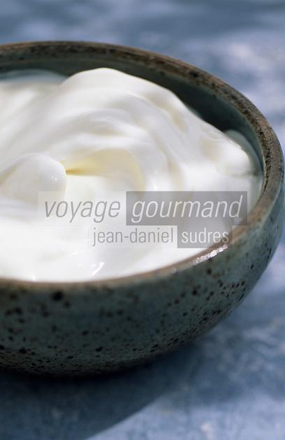 Europe/France/Auvergne/12/Aveyron/Laguiole: Ingrédients de la truffade et de l'aligot - La crème fraiche