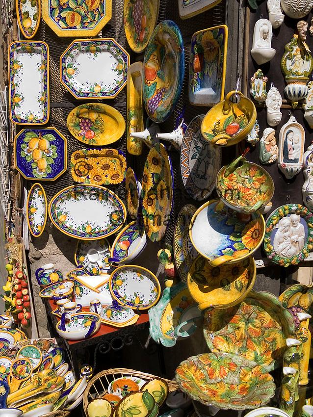 Italien, Umbrien, Orvieto: Kunsthandwerk und Souvenirs Verkauf | Italy, Umbria, Orvieto: craftwork and souvenirs shops