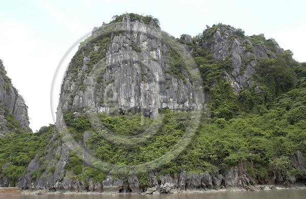 Halong-Vietnam, Ha Long - Viet Nam - 22 July 2005---Dau Go island at Halong Bay, a UNESCO World Natural Heritage Site---tourism, landscape, nature---Photo: Horst Wagner/eup-images