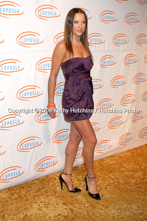 Edyta Sliwinska .arriving at the 7th Annual Lupus LA Bag Ladies Luncheon .Beverly Wilshire Hotel.Beverly Hills,  CA.November 18, 2009.©2009 Kathy Hutchins / Hutchins Photo.